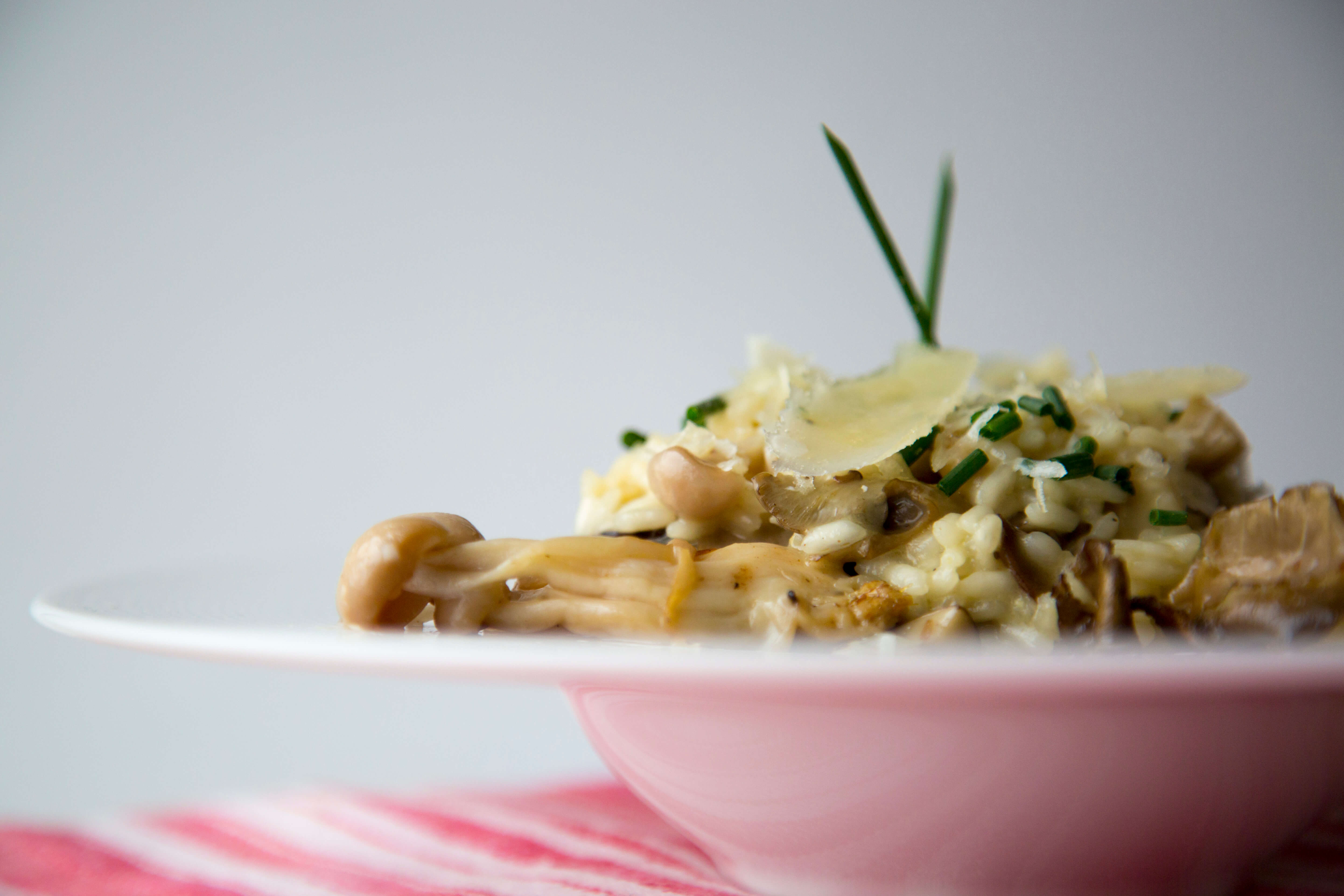 You can garnish the dish with Parmesan, chives and more mushrooms.