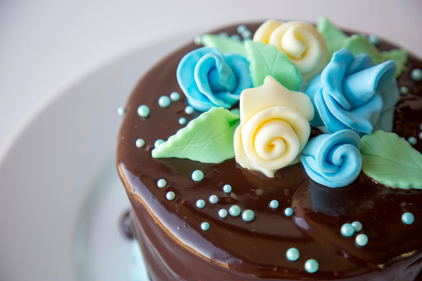 Fondant roses are a great cake decoration.